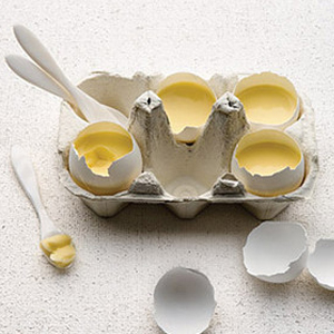 Vanilla Custard Served in Eggshells recipe
